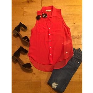 Hollister Sleeveless Collared Button-Down Shirt
